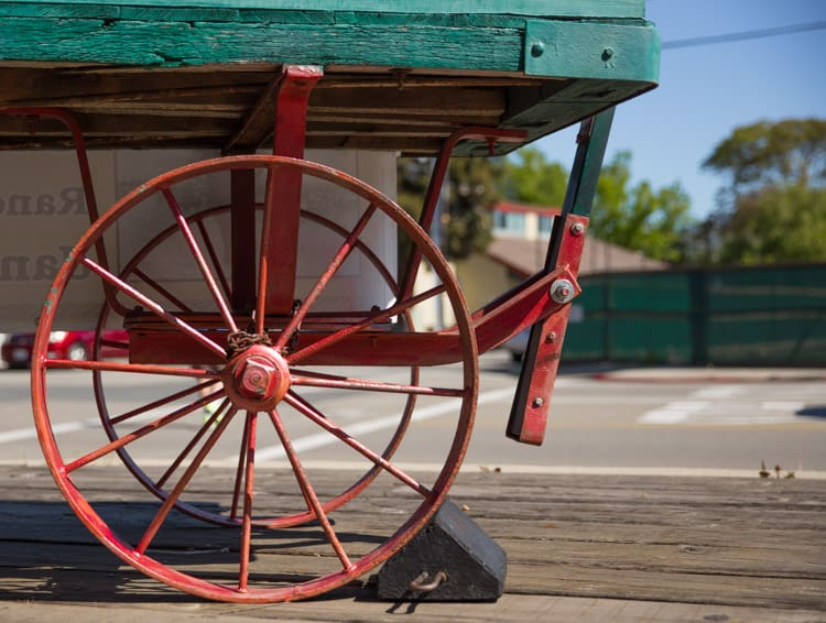 Five things for friday tastes lovely for Things to do with old wagon wheels