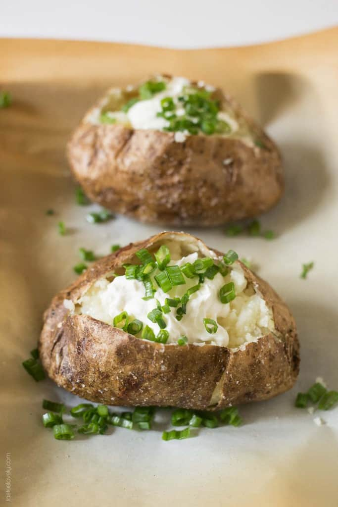 Steakhouse Style Baked Potato - the BEST baked potatoes I've ever had! #glutenfree #vegetarian