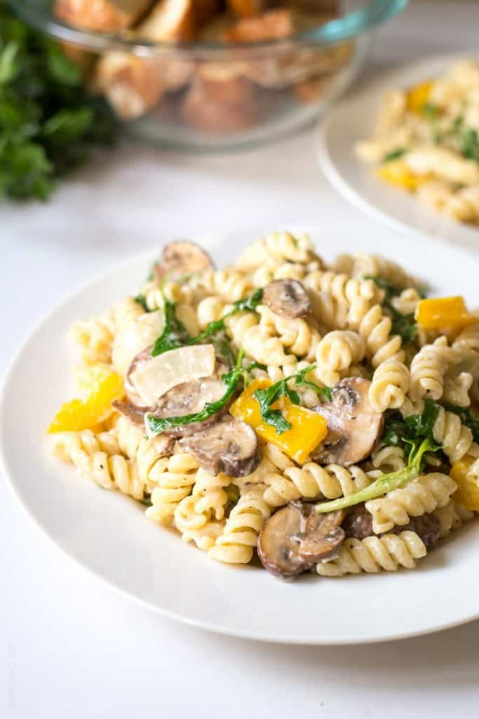 Creamy Mushroom and Bell Pepper Pasta with Arugula. Ready in 15 minutes! (vegetarian)