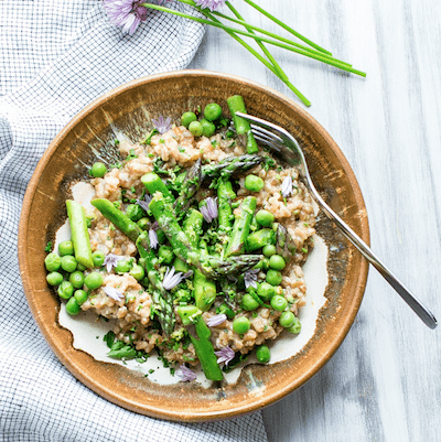 creamy-farro-with-pesto-asparagus-and-peas | vanillaandbean.com