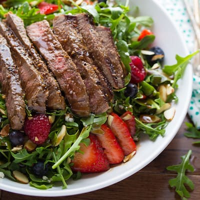 Balsamic-Steak-Berry-and-Arugula-Salad-4