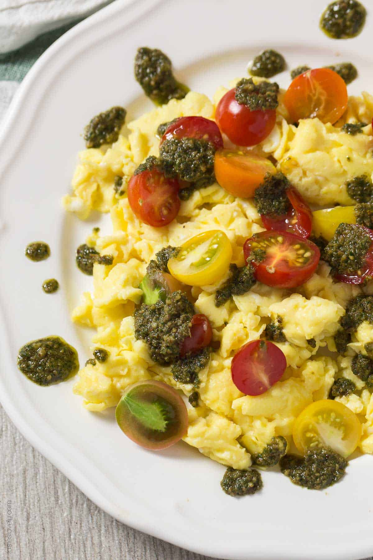 Scrambled Eggs with Cherry Tomatoes and Pesto - a healthy summer breakfast (Gluten Free, Paleo, Whole30, Low Carb)