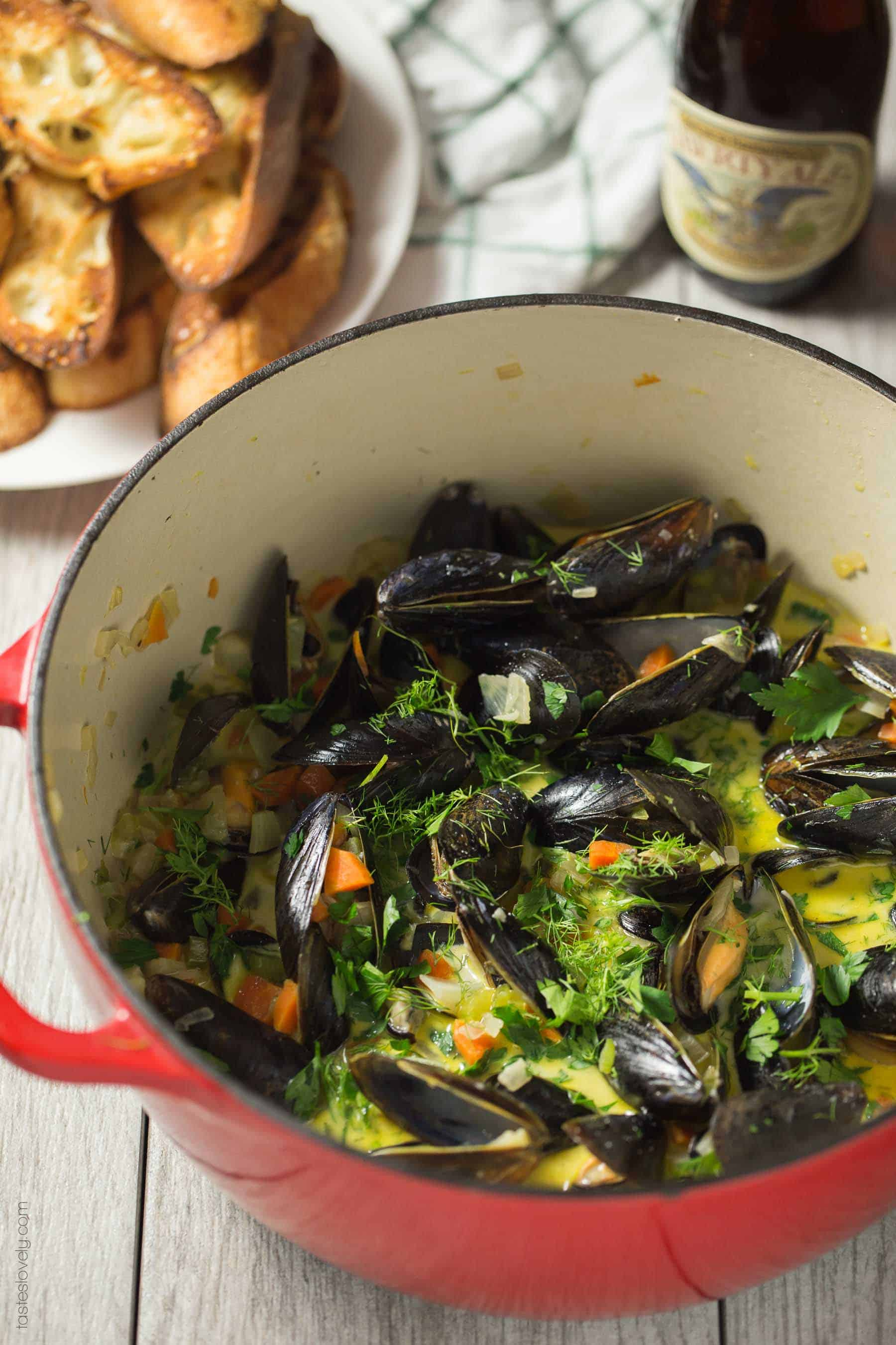 Creamy Beer Steamed Mussels - a quick and easy romantic dinner for 2