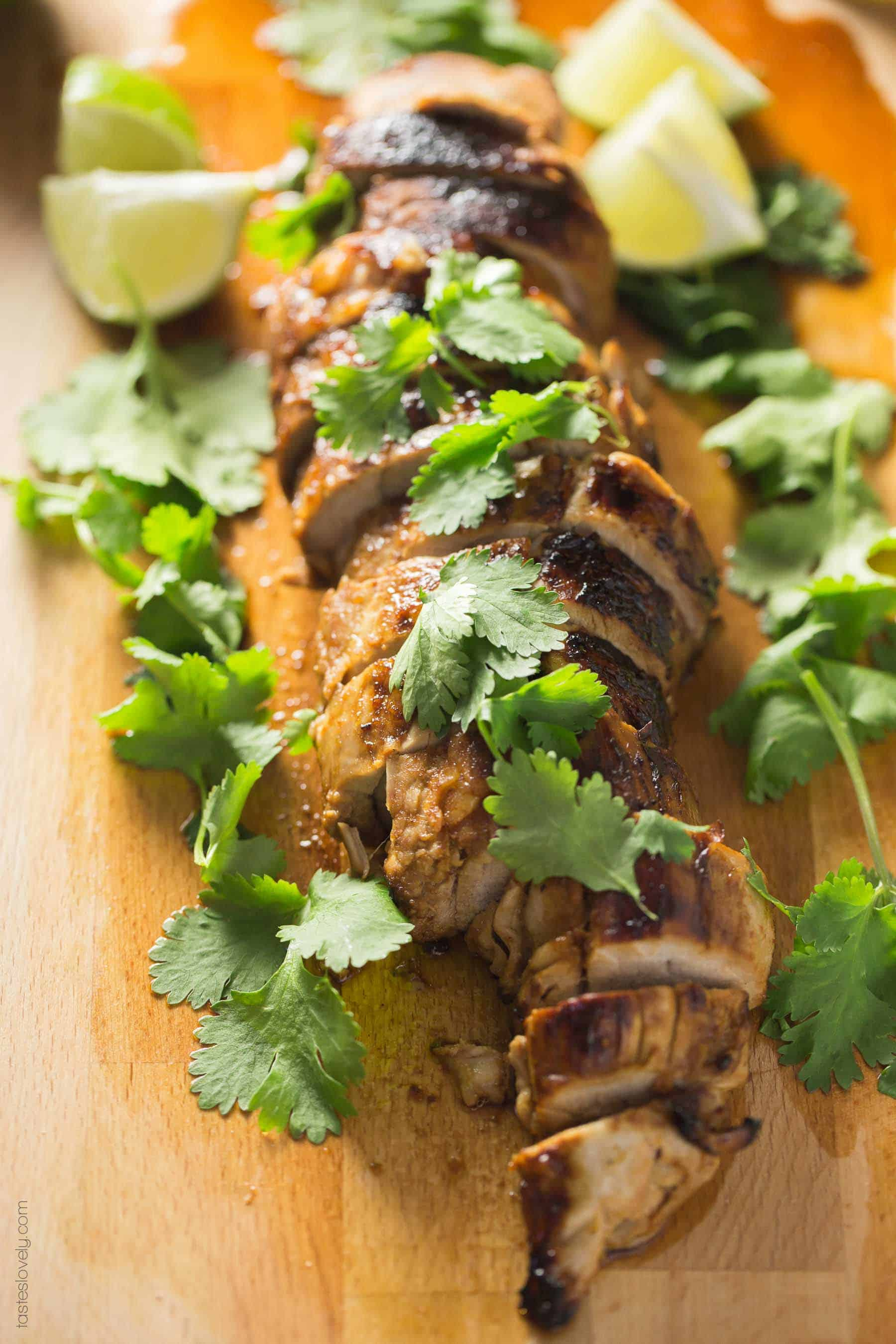 Paleo Chipotle Honey Lime Pork Tenderloin - quick marinade brings TONS of Mexican flavor to this 30 minute dinner recipe (paleo, gluten free, low carb)