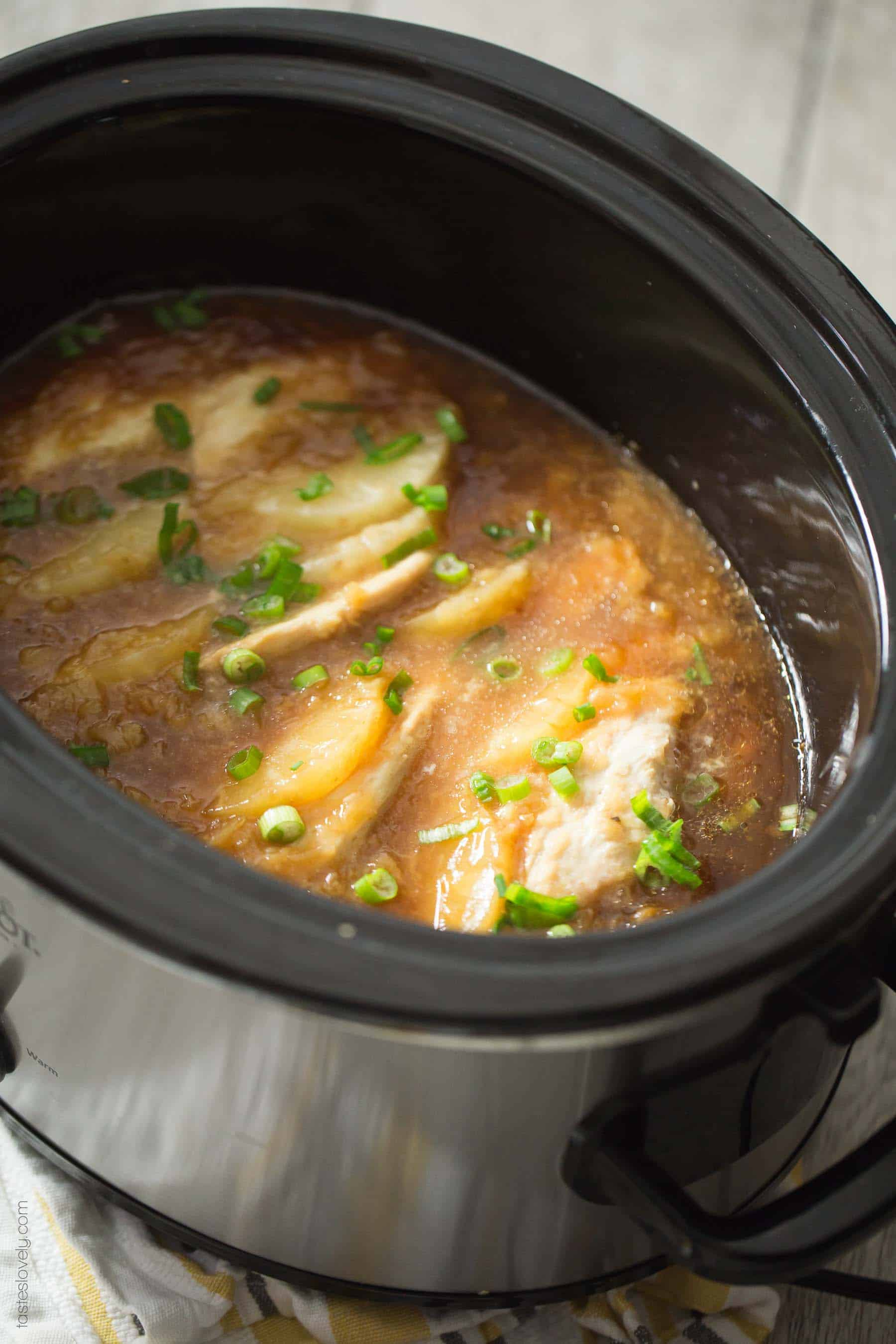 Slow Cooker Hawaiian Pineapple Chicken - a sweet and tangy crockpot dinner recipe the whole family will love! (gluten free, grain free, dairy free)
